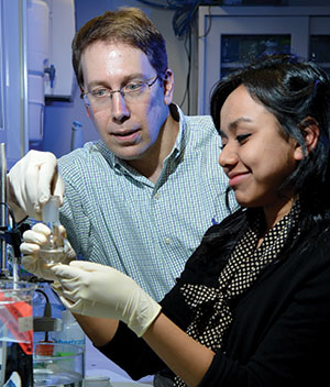 Steven Nicoll in the lab with undergraduate student Aniqua Rahman